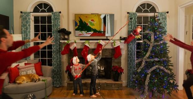 Família faz sucesso com cartões de Natal que mostram o caos diário de quem tem crianças