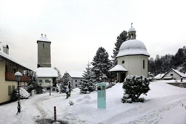 A Stille-Nacht-Kapelle marca o local onde a canção foi executada pela primeira vez. Foto: Wikimedia Commons
