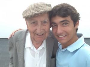 Bernardo e Alberto Cabanes, o criador do projeto. | Foto: Facebook/Adopta un abuelo