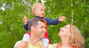 Crianças que recebem mais demonstrações de carinho durante a primeira infância formam um número maior de sinapses cerebrais. Foto: Bigstock