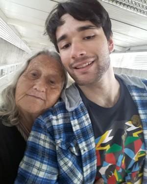 Dona Ângela assumiu a responsabilidade de criar os dois netos. Foto: Arquivo pessoal