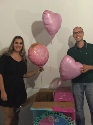 Andressa e Michael apostaram na caixa de balões para revelar o sexo do bebê. Foto: Arquivo pessoal/Andressa de Jesuz