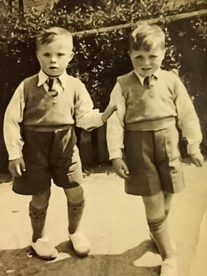 Georgie Wildgust e seu irmão mais novo, Colin. | Facebook/Discapacidad TV