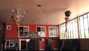 Cláudia Viba escalou uma corda de seis metros para descobrir o sexo do bebê. Foto: Reprodução/vídeo/Instagram