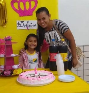 Delane com a filha de sete anos. Foto: Arquivo Pessoal/Delane de Queiroz Costa