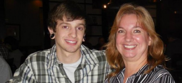 MaryBeth Moore Zocco e seu filho Ryan Moore. | Facebook/The FRoM Project